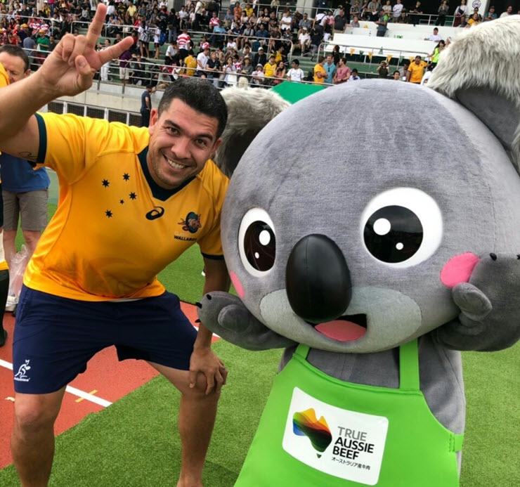 Classic Wallaby Mark Gerrard, with the True Aussie Beef mascot at the Musashino Rugby Festival.